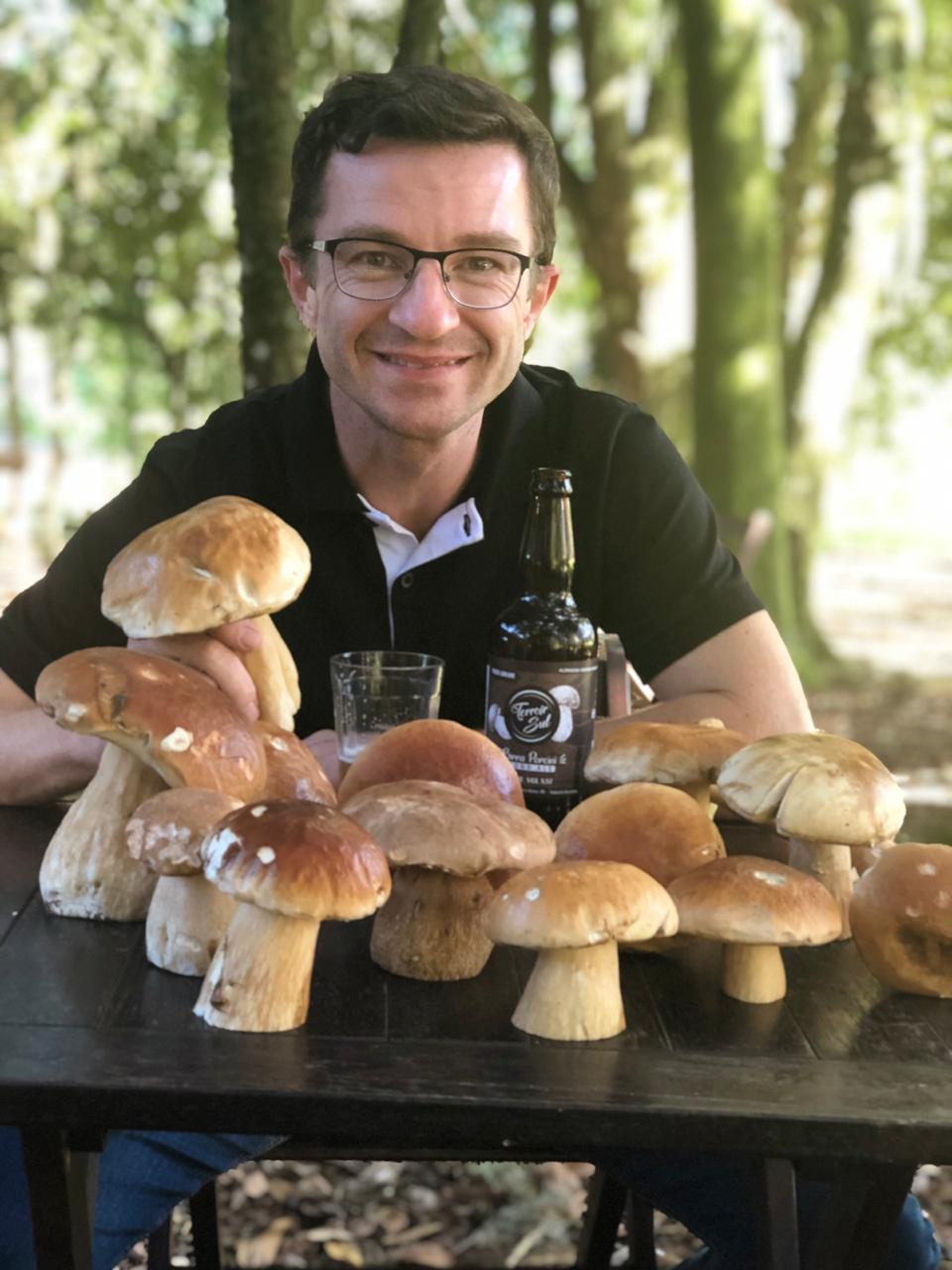 Caça aos Cogumelos Prof. Marcelo Sulzbacher Food Safari Serra Gaucha